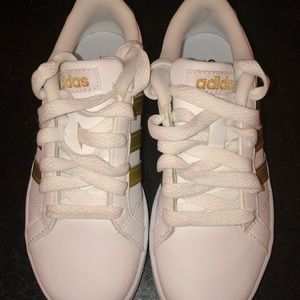 Adidas NWOT Kids 13 White and Gold comforts